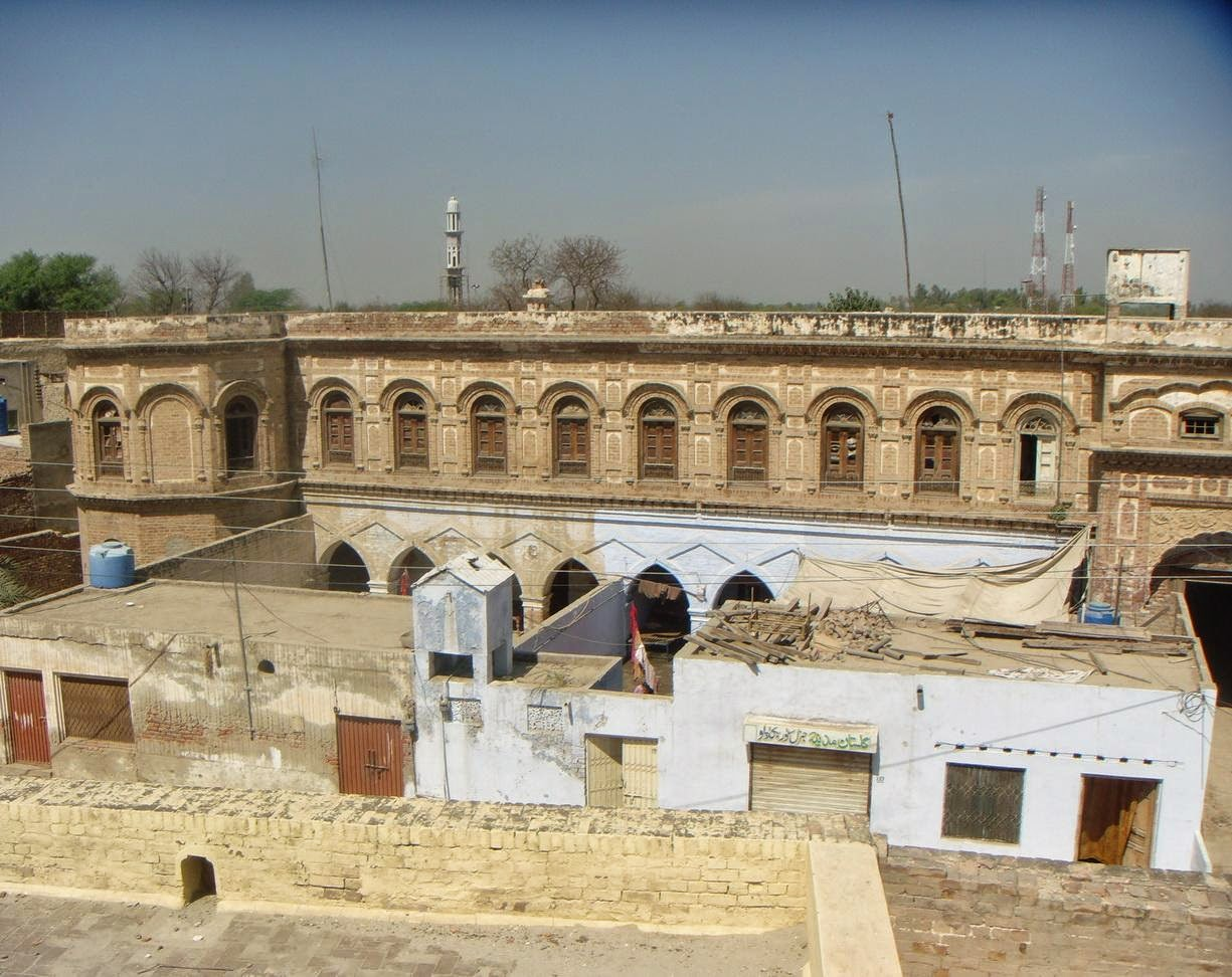 Another view. You can see houses constructed in front of the gurdwara. (21-Mar-2011)
