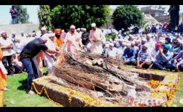Thousands of humble eyes gave the final farewell to Sant Baba Mukhtiyar Singh of Dera Bhajangarh
