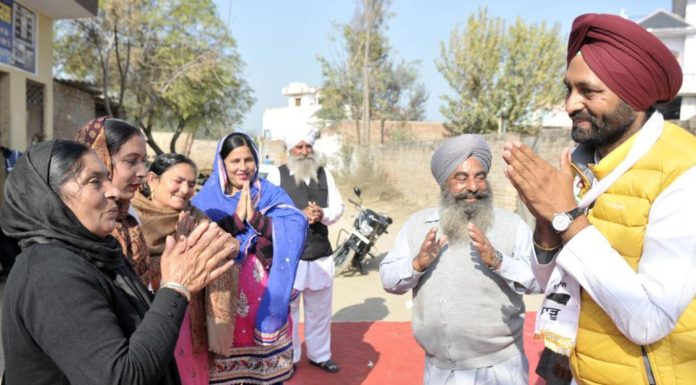 AAP candidate Dr Amarjit Singh Thind's broom therapy for Shahkot