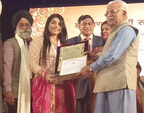 Rupinder Handa has been awarded LOK GAYIKA PURUSAKAR by Government of Haryana.